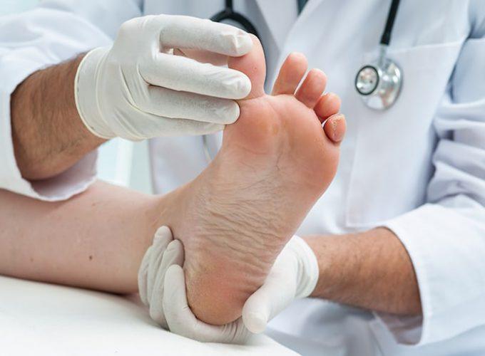 chirpodist man treating foot